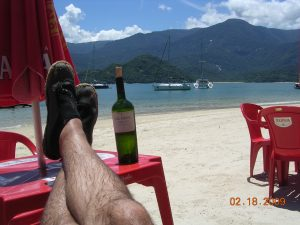 3672-feet-wine-at-beach-2